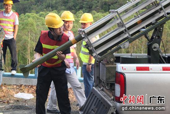 7月30日下午,开平实施首次人工增雨作业。邓艳红 摄