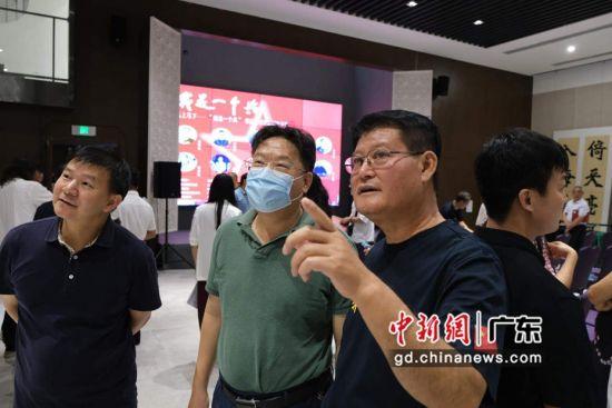 """""""我是一个兵""""书法方阵第五回作品展在广州举行 主办方供图"""