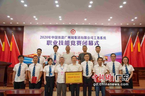 广州工务大修段领导、裁判、参赛选手。作者: 张子祥