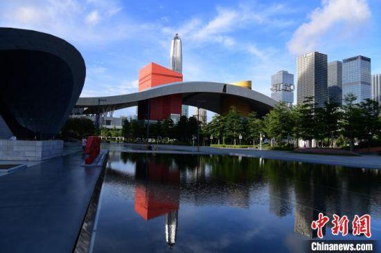 深圳市民中心。 中新网记者 陈文 摄