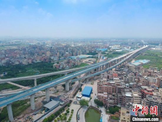 广佛东环线已贯通桥梁。 蔡如锦 摄