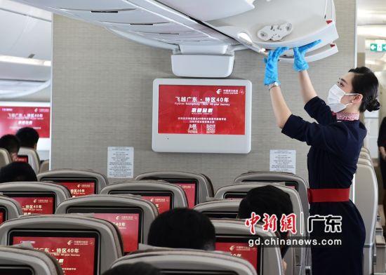 """东航举办""""飞越广东•特区40年""""主题航班活动。作者:萧嘉宁"""
