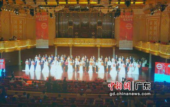 28对抗疫新人在华发中演大剧院莫扎特音乐厅喜结良缘。主办方供图