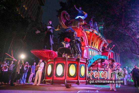 """9月12日起,""""长隆广州世界嘉年华•欧洲风情大巡游""""在长隆欢乐世界持续上演。王华摄影"""