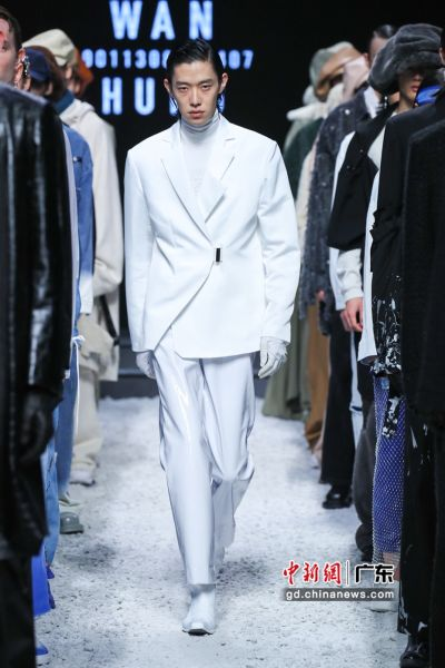 """此间正在举行的2020广东时装周-秋季上,跨境电商""""全球速卖通""""发布""""StyleZone风格化""""时装秀。韶通供图"""