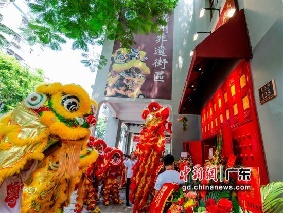 非常匠心活力直播志愿服务队落户永庆坊广州市非遗街区赵家狮非遗生活馆。 受访者供图