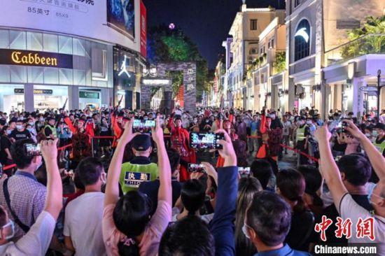 """广州北京路步行街披""""新装""""开街。 陈骥�F摄"""
