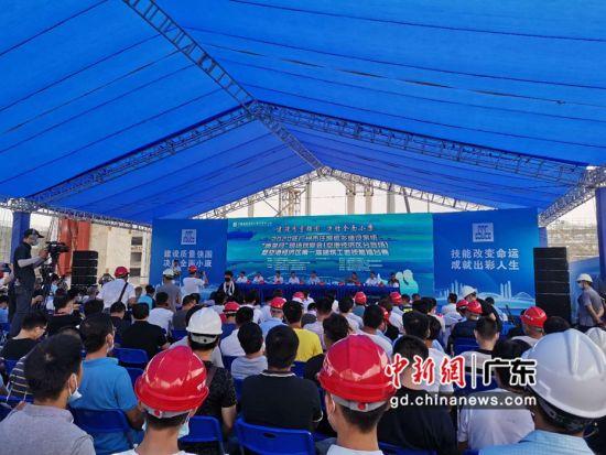 """2020年广州市住房城乡建设系统""""质量月""""现场观摩会于广州白云机场南航GAMECO飞机维修设施三期工程项目举办 。作者:郭军"""