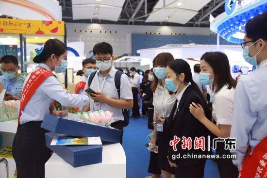 广东农行展位吸引了众多目光。广东农行供图