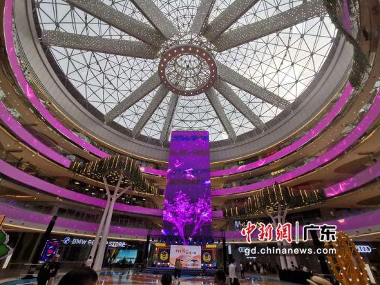 广州第二大单体购物中心悦汇城拥有2000平米的沉浸式中庭。作者:郭军