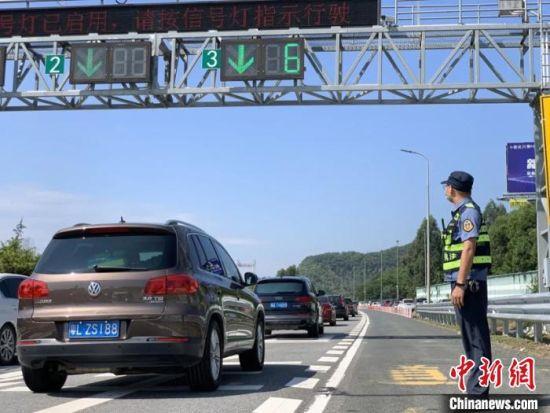 广东中秋国庆假期高速单日车流量创新高 广东省交通运输厅 供图
