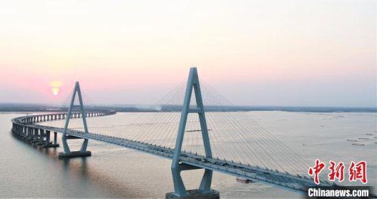 广东通明海特大桥贯通。广东省交通集团 供图