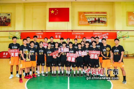 深圳市第二实验学校包揽男女组冠军。(主办方供图)
