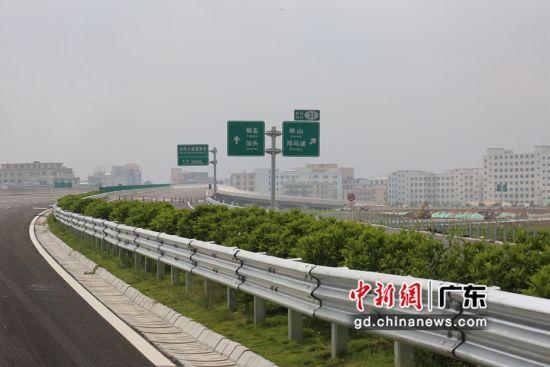 已建成即将通车的汕湛高速潮南段。潮南宣供图