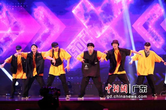 """10月24日,""""2020这就是街舞城市嘉年华""""广州站在中山纪念堂上演。钟欣 摄"""
