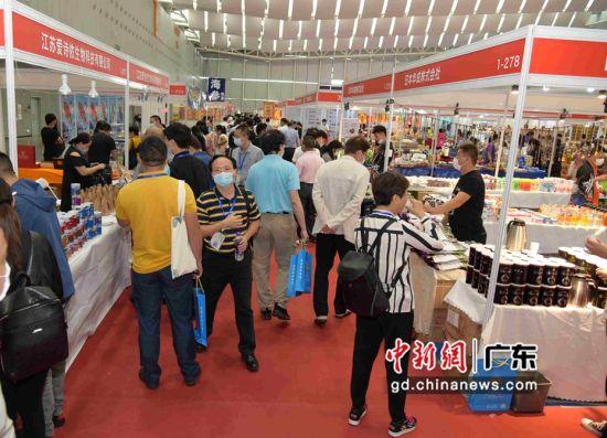 首届中国国际热带博览会在广东佛山举行。作者:图兰朵