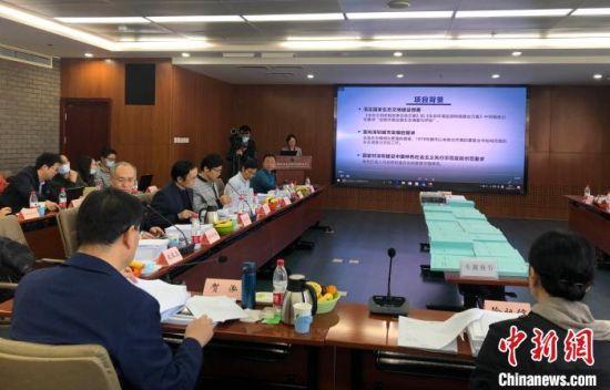 11月1日,深圳市陆域生态调查评估项目专家验收评审会在北京举行,与会专家介绍评审结果。 阮煜琳 摄