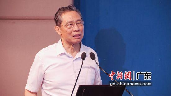 钟南山出席教师节庆祝活动 何俊杰摄影