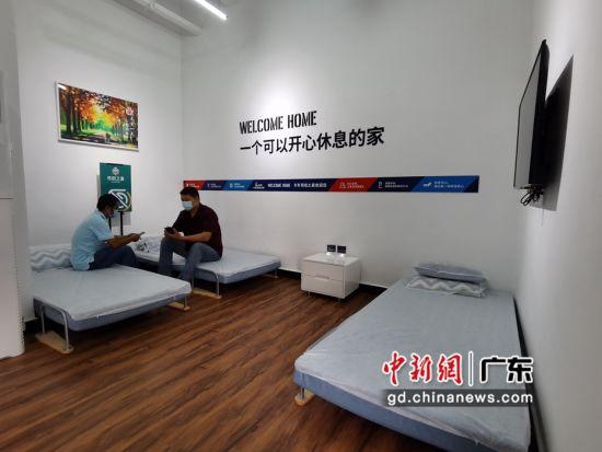 """广东石油已在全省建成824座""""司机之家"""",日均服务卡车司机20万人次。王华摄影"""