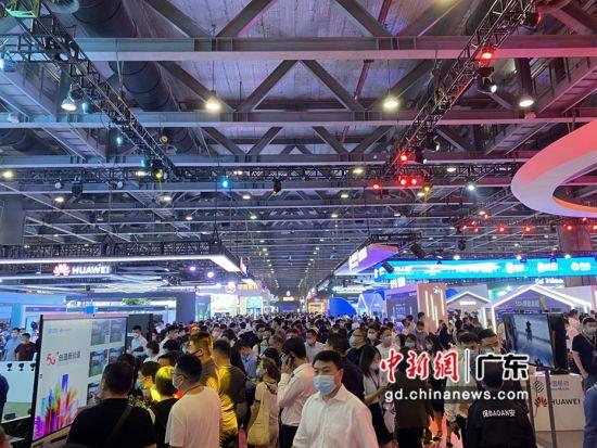 2020中国移动全球合作伙伴大会人潮涌动。方伟彬摄影 2020中国移动全球合作伙伴大会人潮涌动。方伟彬摄影
