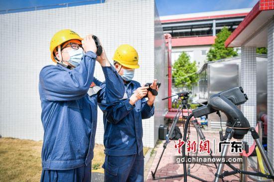 广州市2020年大面积停电应急演练19日在南沙区举行,这广州历年来最大规模的演练。图为供电部门工作人员进行监测。沈甸供图