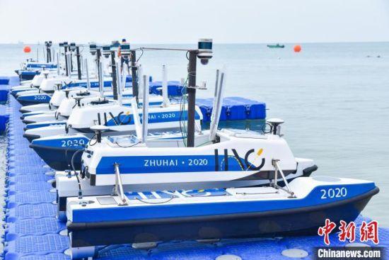 参赛队伍采用统一的智能船艇平台--云洲智能ME120多功能无人船平台进行比赛。黄文婷 摄