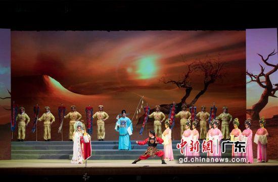 首发演出晚会有近200位艺术家参演。陈楚红 摄