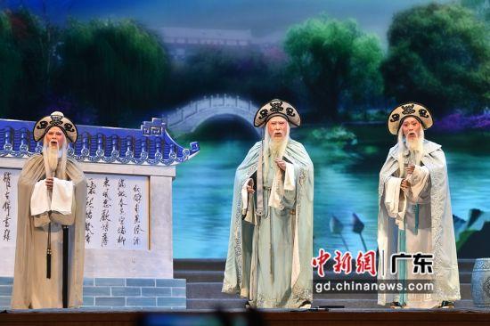 """晚会全部用粤剧""""舞台官话""""演绎。梁彦兰 供图"""