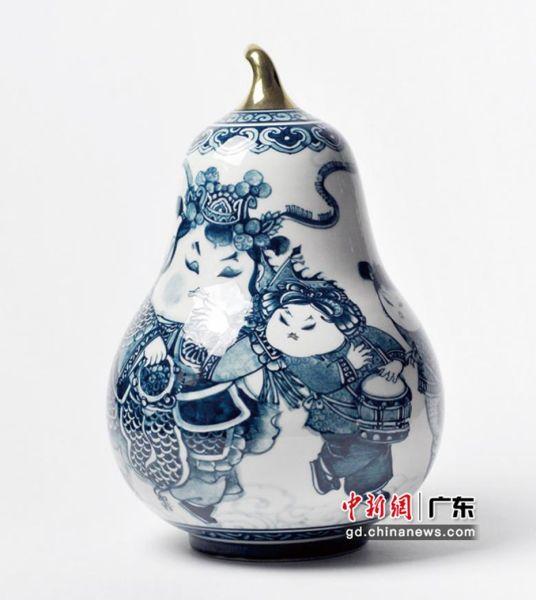 名家青花瓷器(深圳台办供图)