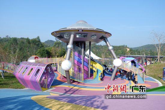 广东清远熹乐谷星球无动力乐园20日正式开业,是广东地区首个全龄化星球主题无动力乐园。曾敏婷供图