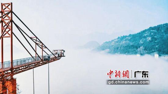 宝晶宫上空演绎云海奇观。通讯员 供图