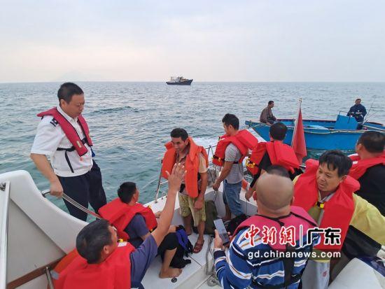广东海洋综合执法队伍2020年应急救助373人。粤海综供图