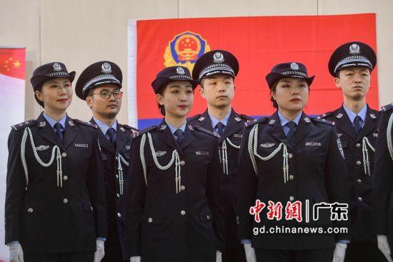 """广州铁路警方开展""""中国人民警察节""""庆祝活动"""