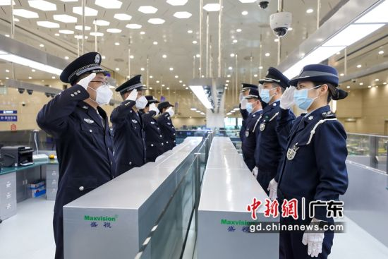 """珠澳警察同庆首个""""中国人民警察节"""""""