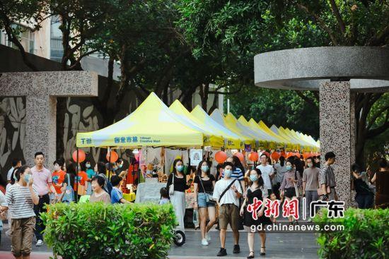 图为华侨城创意文化园市集。 通讯员 黄洁瑜 摄