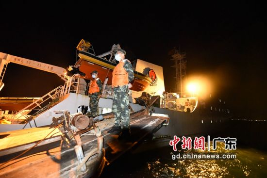 广东海警局查获的偷渡案件。