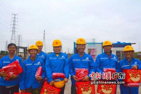 中鐵六局南沙港項目近60名員工堅守崗位 獲贈新春禮