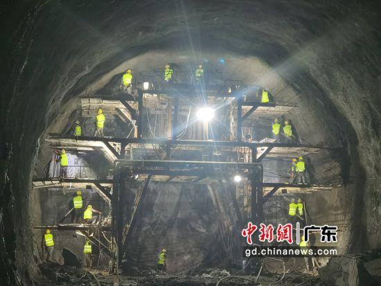 汕汕高鐵200余工人留粵過年 駐守工地不停歇