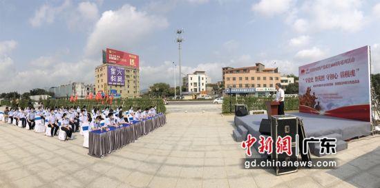"""图为惠州税务系统市区两级青年以""""学党史・祭英烈・守初心・铸税魂""""为主题开展联学共建活动现场。刘花如摄"""