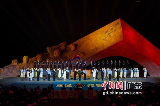 """省公安厅举办""""忠诚颂歌――广东公安英雄广场2021清明诗会"""" 韦昌鸿摄。"""
