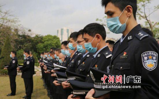 广州市公安局在广州银河公墓公安烈士墓园开展清明祭奠公安英烈活动。粤公宣供图