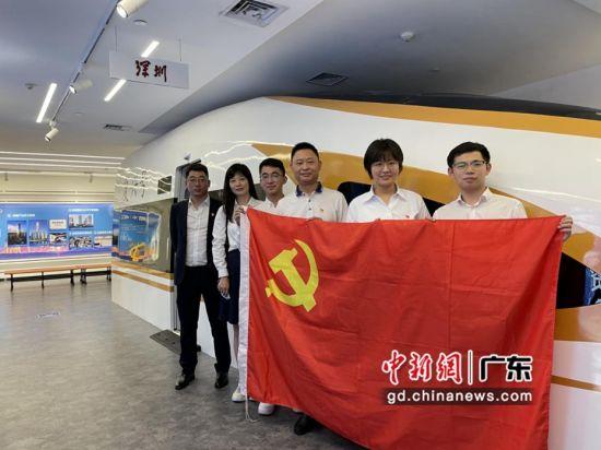 中建三局水务环保有限公司(华南)党员群众代表前往深圳党史馆学习 作者 中建三局供图