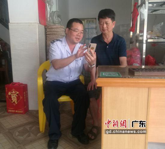"""廣東惠東稅務局幫助老年納稅人邁過""""數字鴻溝""""關"""