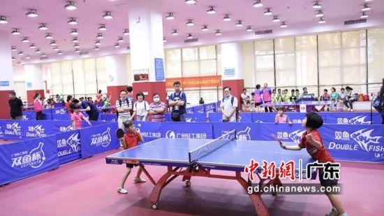 廣州青少年體育俱樂部乒乓球比賽舉行 數百名乒乓小將賽場競技