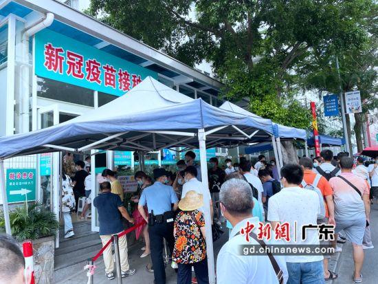 廣州志愿者、黨員參與核酸檢測志愿服務