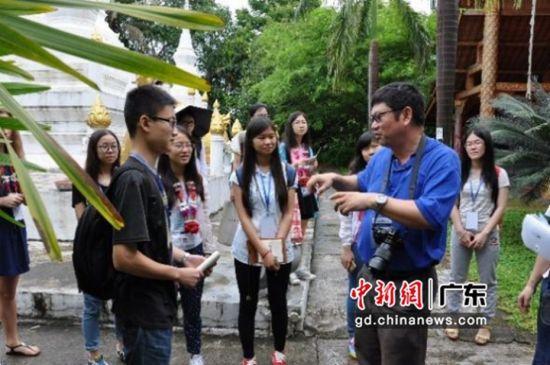 學生前往西雙版納觀測點參加旅游可持續發展監測活動。圖片來源:中山大學