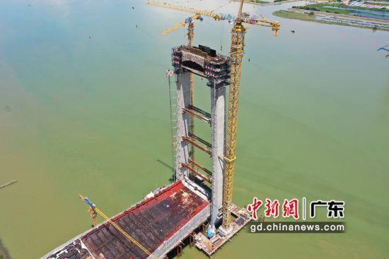 广州红莲大桥索塔上横梁首次浇筑 王千瑞供图