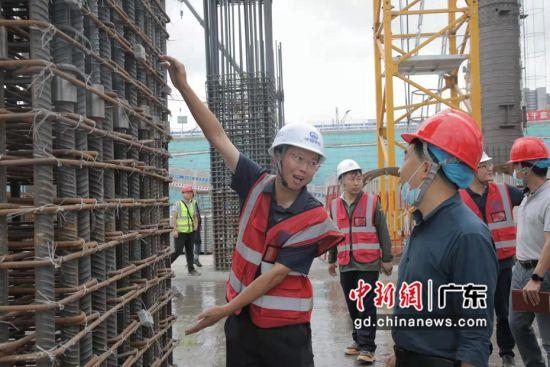 中铁建工集团白云站指挥部副指挥长兼项目经理钟万才 作者 何建明
