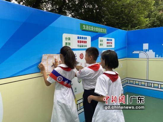 """沉浸式垃圾分类迷宫""""空降""""广州校园 作者 成广聚"""