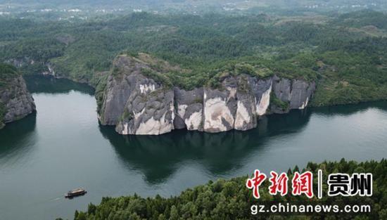 贵州省遵义市务川自治县境内的洪渡河。 瞿宏伦 摄